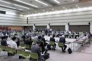 総会開始直前の様子=18日、厚労省講堂